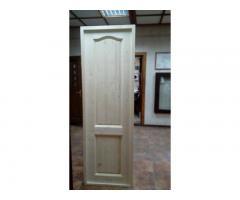 Деревянные двери из массива ели