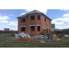 Частная бригада строителей построит дом
