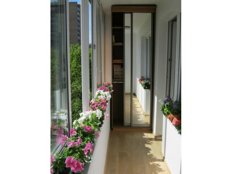 Удобный и красивый шкаф на балкон - 40 фото разных моделей в.